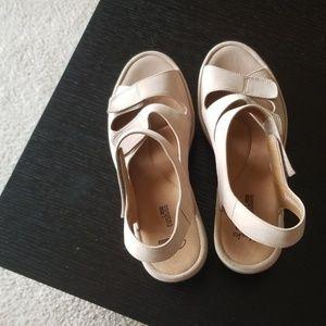 Comfortable clarks sandals